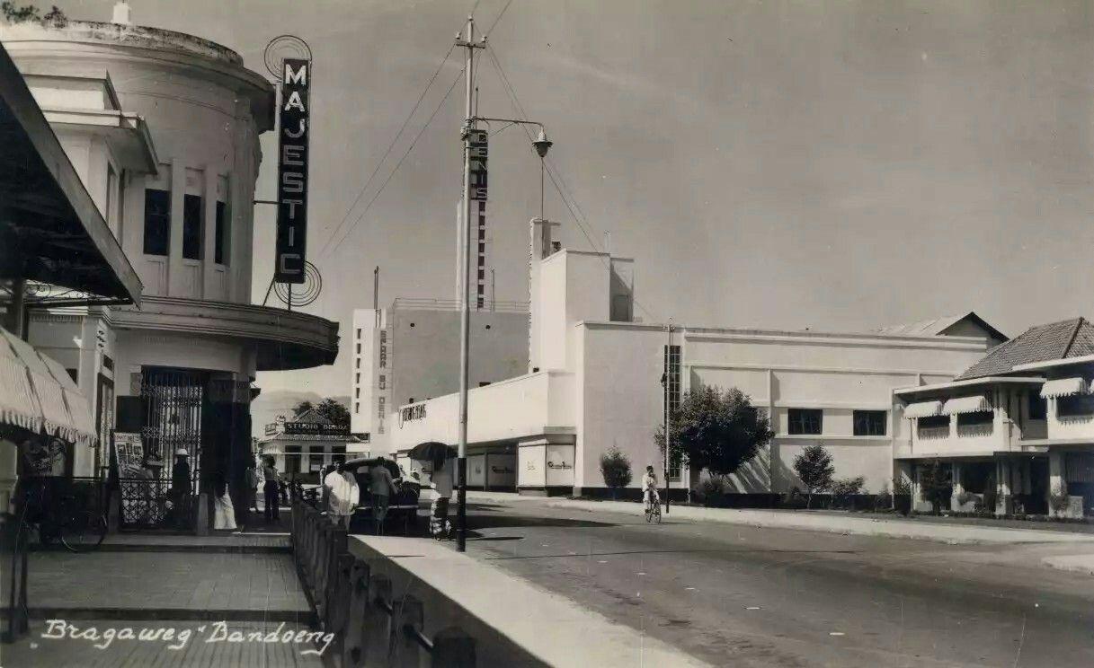 Bioscoop Majestic en Fotohuis Braga aan de Bragaweg te Bandoeng. 1938 |  Indonesia, Sejarah, Hidup