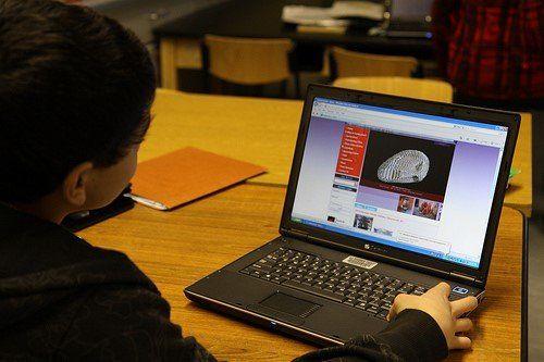 Cómo enseñar al alumnado a evaluar la información en línea, imprescindible para el ABP. Artículo de L.A. Whittle (agosto 2015) en www.edudemic.com/teach-students-evaluate-information #ABP