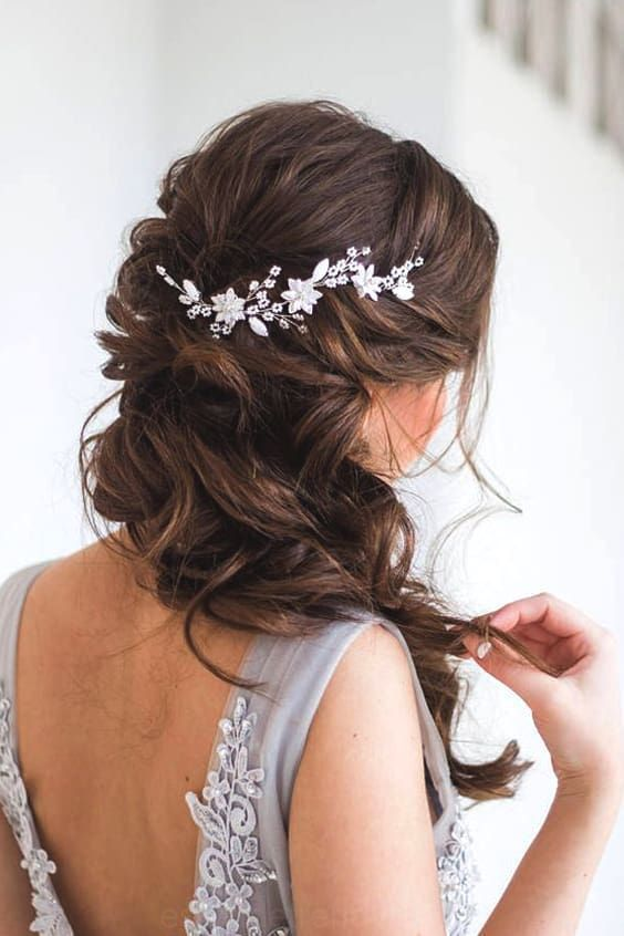 72 De La Boda Romantica Tendencias De Peinado En 2019 Ecemella Romantic Wedding Hair Wedding Hair Side Bridal Hair Vine