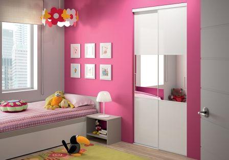 pour une chambre de petite fille girly portes de placard coulissantes placard chambre. Black Bedroom Furniture Sets. Home Design Ideas