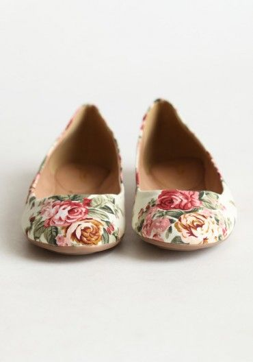 """""""Roses in the Garden"""" floral flats"""