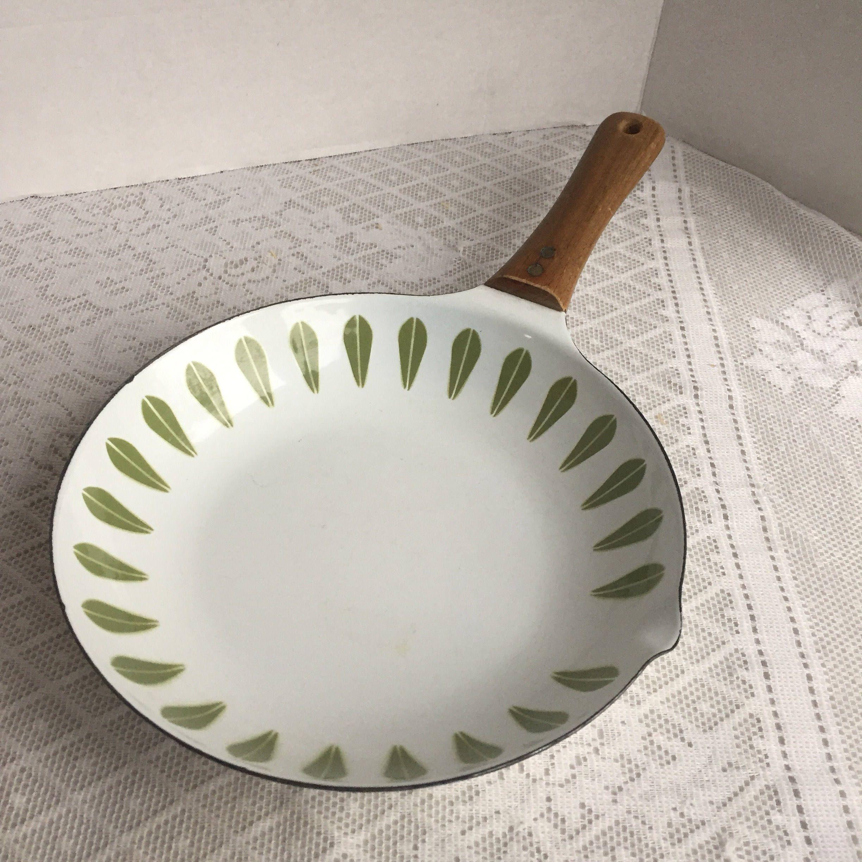 Catherineholm Frying Pan Vintage White And Green Enameled Pan Green Lotus Pattern Made In Denmark By Vi Vintage Kitchen Decor White Vintage Vintage Kitchen