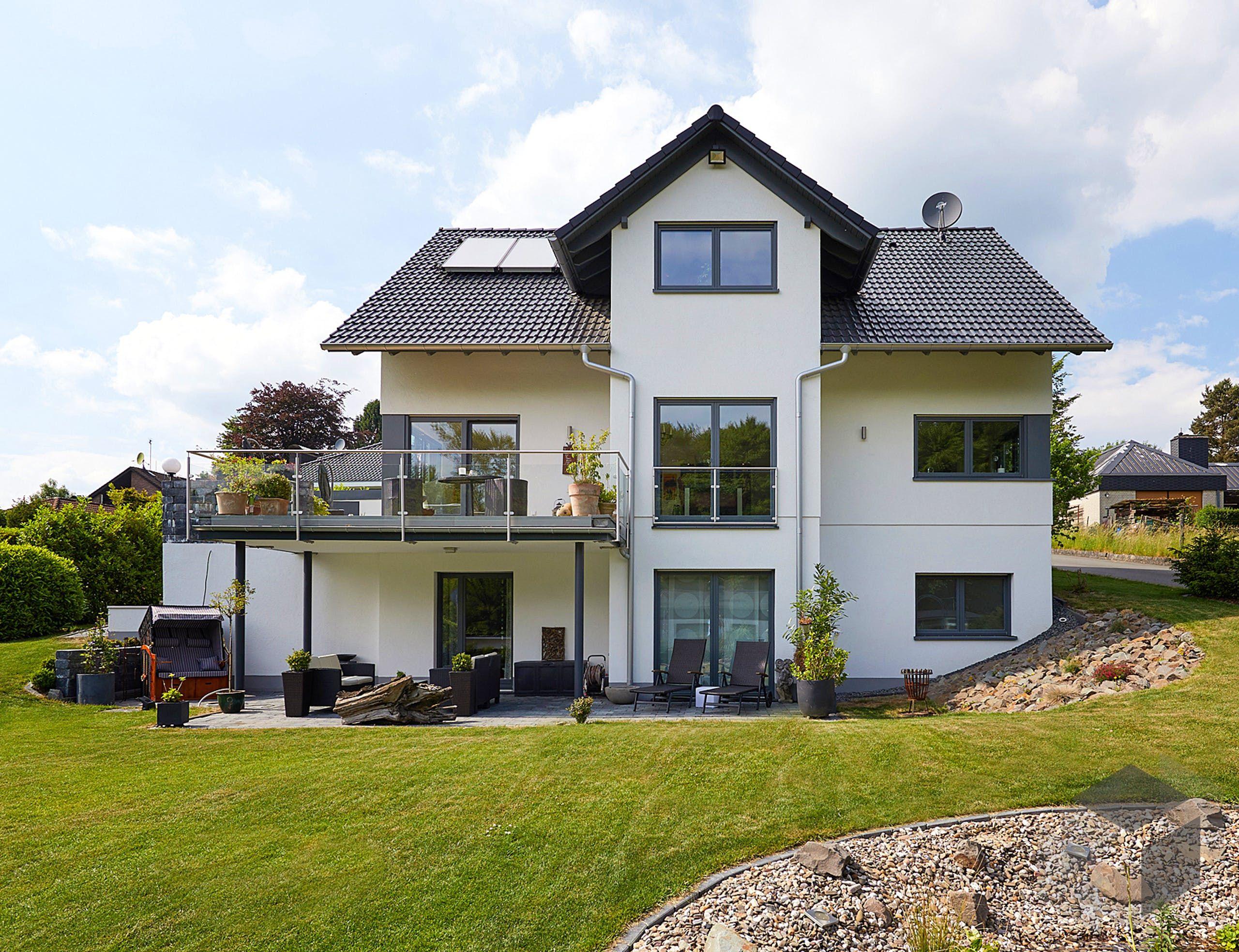 Dreigeschossiges Einfamilienhaus 'Babelsberg' von GUSSEK HAUS    Alle Infos zum … – Traumhäuser