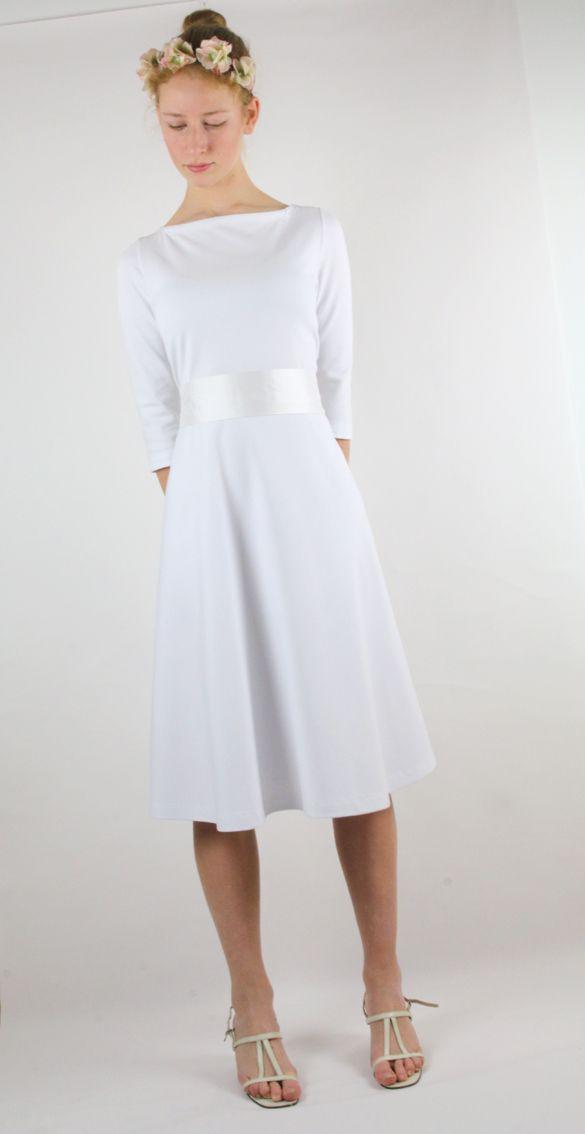 Ein schlichtes kurzes Hochzeitskleid aus dem münchener ...