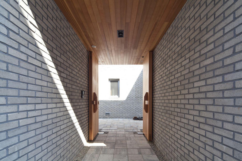 Casa Dos Patios + Café Bridge 130,© Joonhwan Yoon