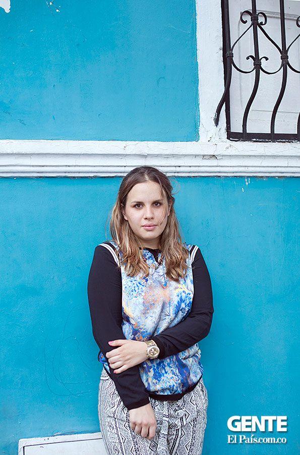 Andrea Swarz, lo suyo es la fotografía de moda, sobretodo enfocada al área editorial, en donde le gusta combinar su técnica con el de la reportería gráfica. http://elpais.com.co/gente