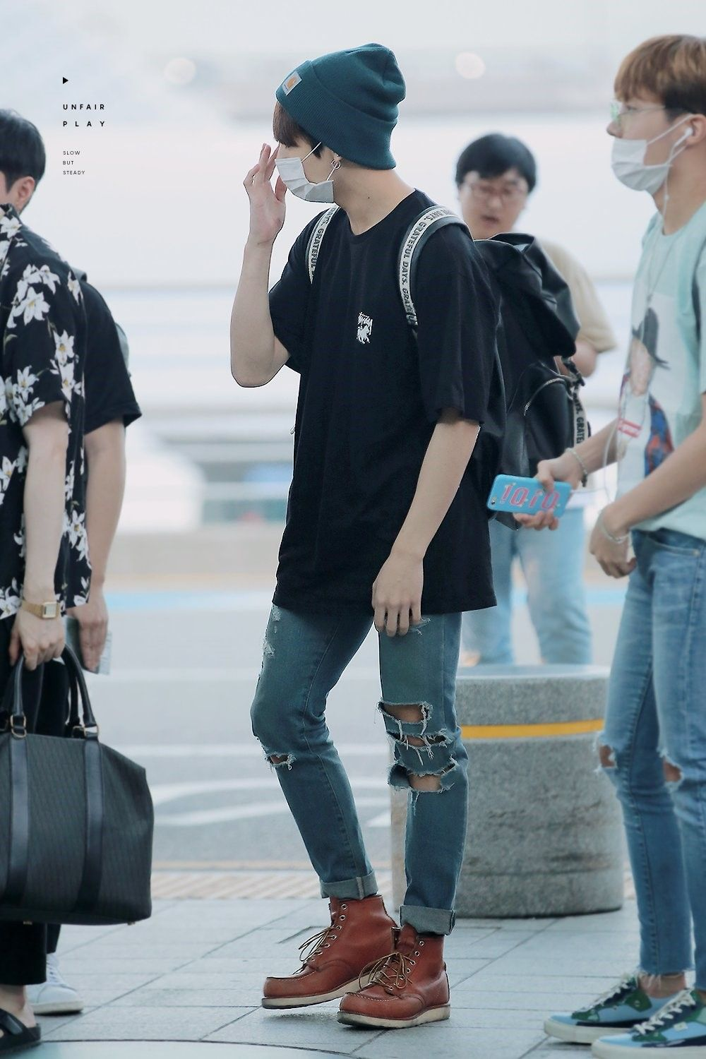 Jeon Jungkook - Airport Fashion Bts BTS Jungkook | If Only I Could Dress A Guy. | Pinterest ...
