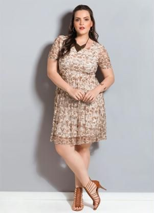 6b05eecba Vestido de Renda Floral Quintess Plus Size - Posthaus   vestidos ...