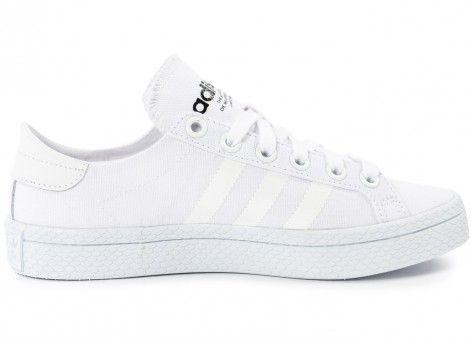 Chaussures adidas Court Vantage blanche vue dessous