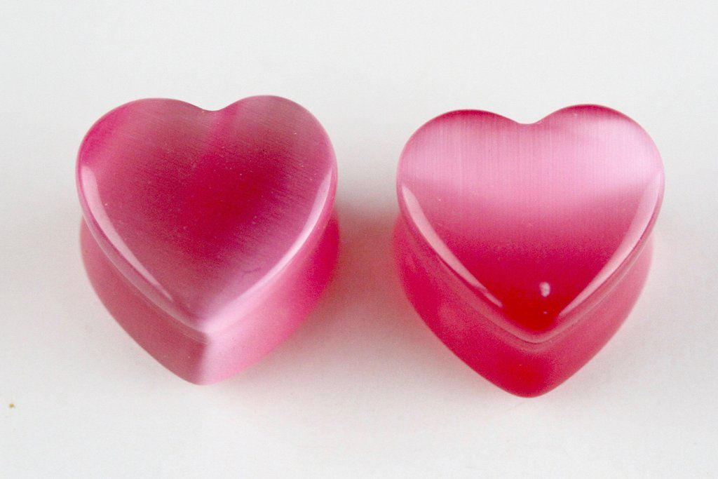 Material: Pink Glass - Cats Eye CutCut: Heart Plugs / Double Flared Diameters and sizes available for the following gauged ears... 6mm = 2 gauge 8 mm = 0 gauge 10 mm = 00 gauge 12 mm = 15/32