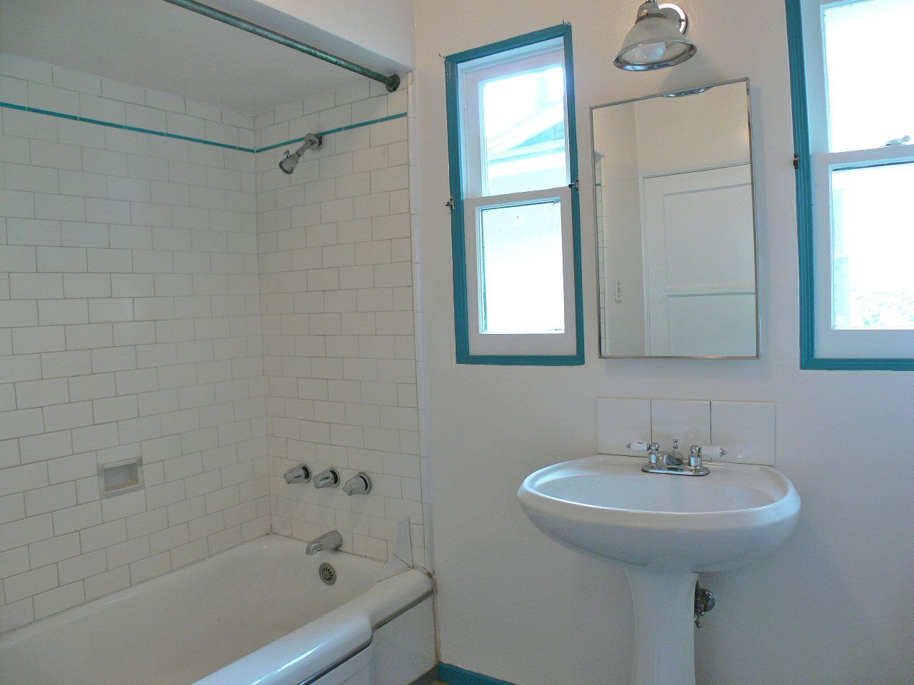White Subway Tile Bathroom Design Bafroomssubway