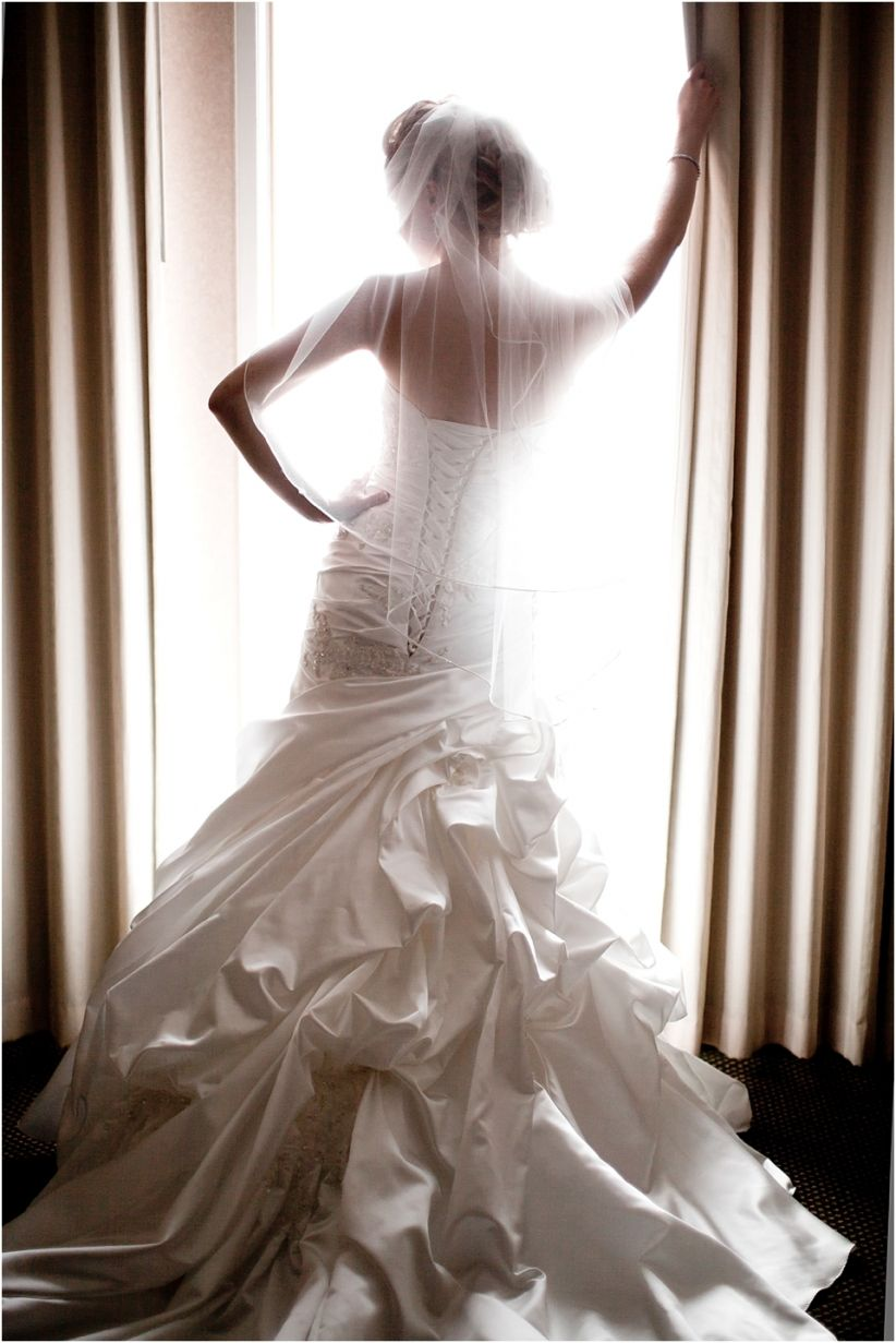 Bride getting ready pictures wedding dress