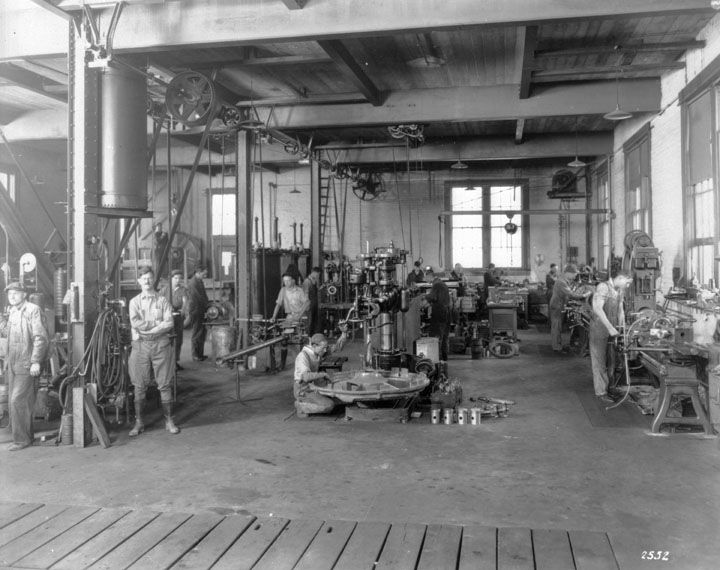 Early 1920s The General Machine Shop Of The Department Of Water Power 1630 North Main Street Los Angeles Machine Shop Water Powers Main Street