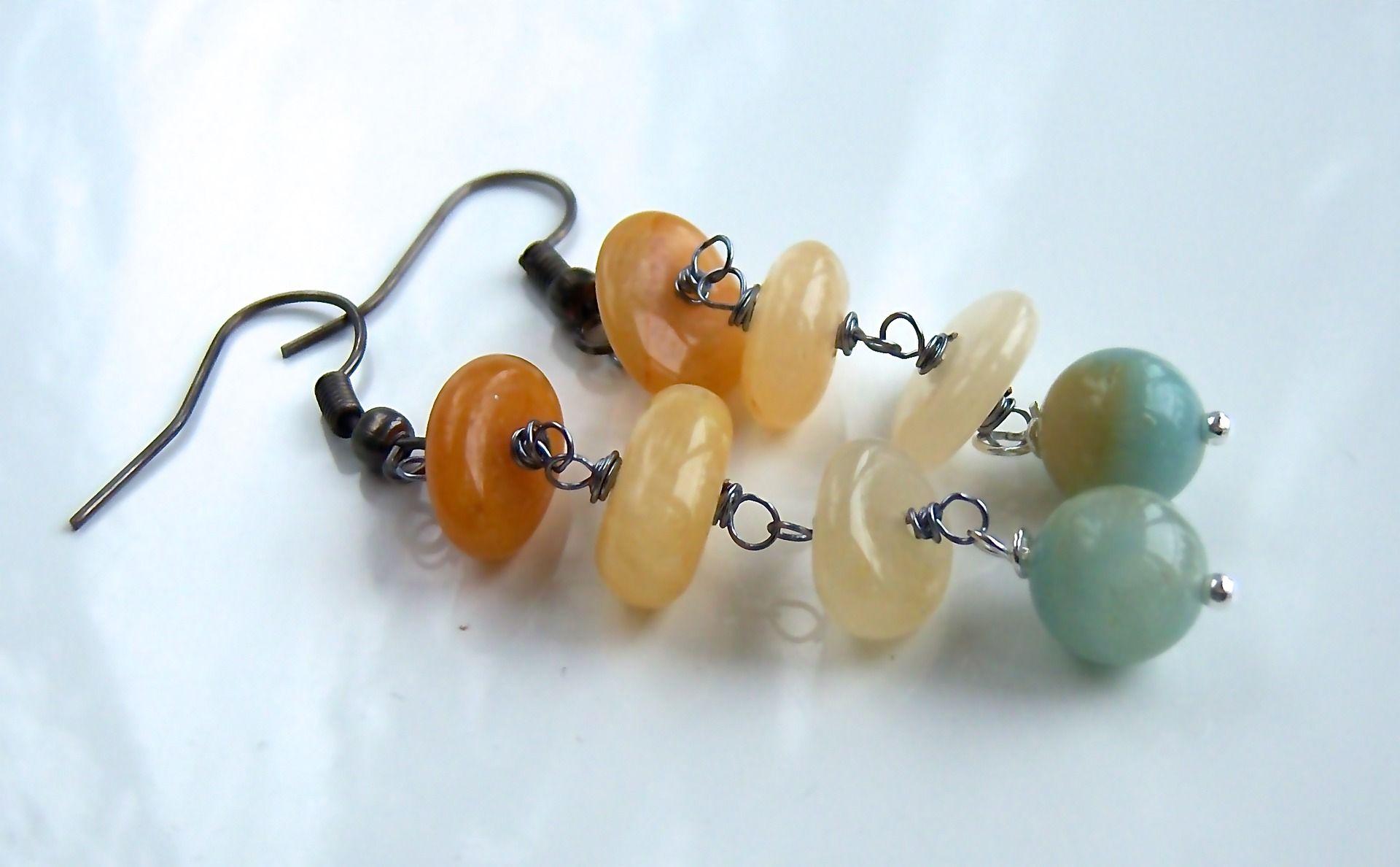 Boucles d'oreille wire wrap avec des jades jaunes et amazonite verte