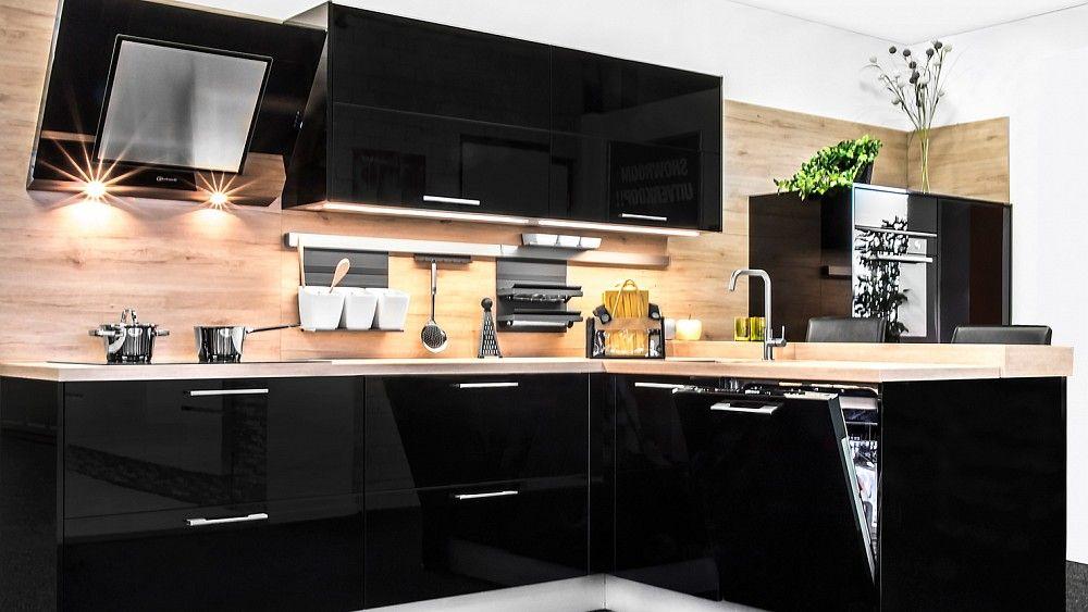 Keukenloods.nl focus hoogglans zwart. mooie zwarte keuken met