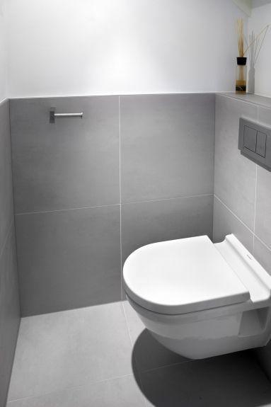 Een gietvloer is niet goed te combineren met uitsluitend strakke effen grote tegels omdat dit - Kleur modern toilet ...