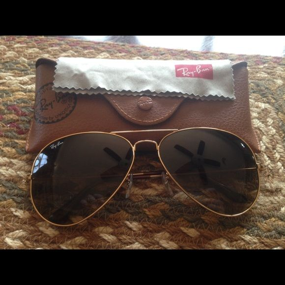 Authentic Ray-Ban Aviator Gradient Like new. Worn handful of times. Gold frames. Light brown gradient lenses. No scratches or blemishes. Kept in case at all times. Includes Ray-Ban leather case and cleaning cloth. Ray-Ban Accessories Sunglasses