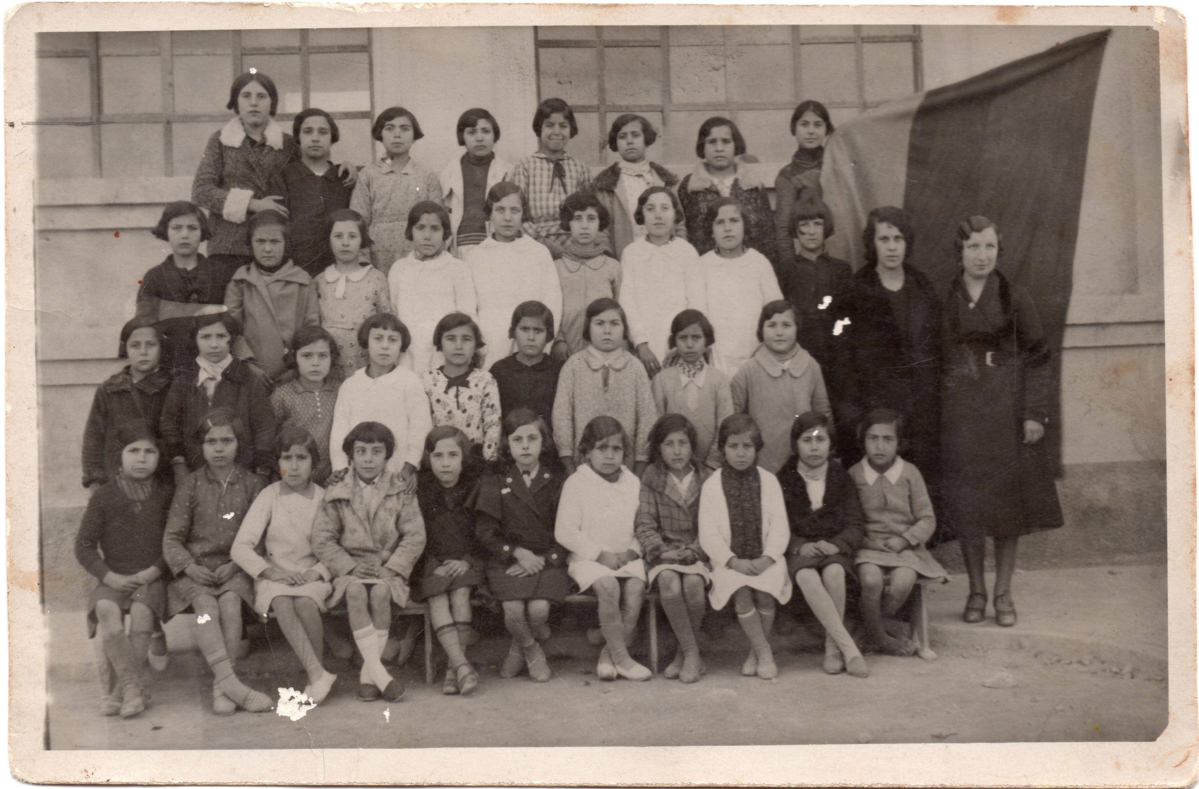 Figura 11. (Página 55).- Clase de doña Milagros, 1935. José María CANDELA GUILLÉN y Felipe MEJÍAS LÓPEZ, La Memoria Rescatada, Vol I, Pag. 91, Aspe, 2011.