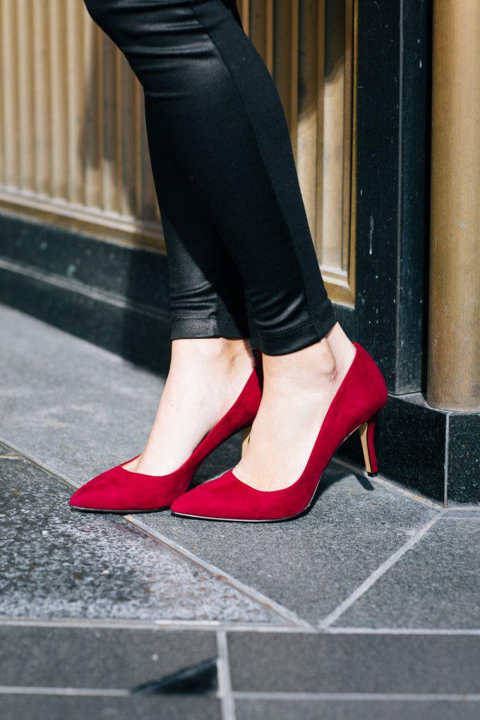 The pump you need for the holidays! #anntaylor #loft #redheel