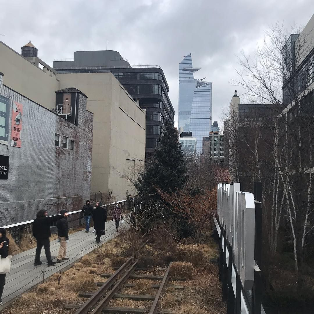 #MdameNinie | Petit tout ensuite sur la #HighLine ! 3e fois que l'on fait mais 1ere fois en hiver ! Et ça, on adore ! . . . ##NYC #NYCGo #NYCC #StreetOfNYC #NYCBlogger #NYCDotgram #NYCFoodies #IGNyc #ImagesOfNYC #NYC_Hightlights #NYCLife #NYCStreets #NewYork #NewYorkCity #NewYorkArea #NewYorkLike #NewYork_World #NewYorkGram #NewYorkPost #NewYorkTrip #BigApple #ILoveNewYork #MamanBlogueuse #MamanVoyage #MamanMonaco