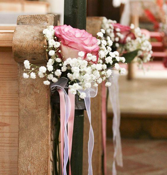 Kirchenschmuck mit Schleierkraut und rosafarbener Rose #decorationeglise