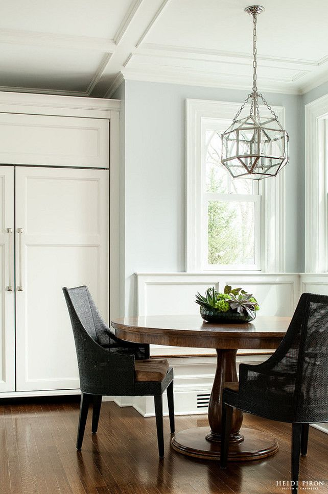 Classic transitional white kitchen