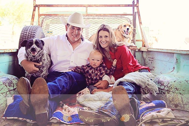 Country Style Family Photo Session Ideas Dogs Old Truck Blankets And Love