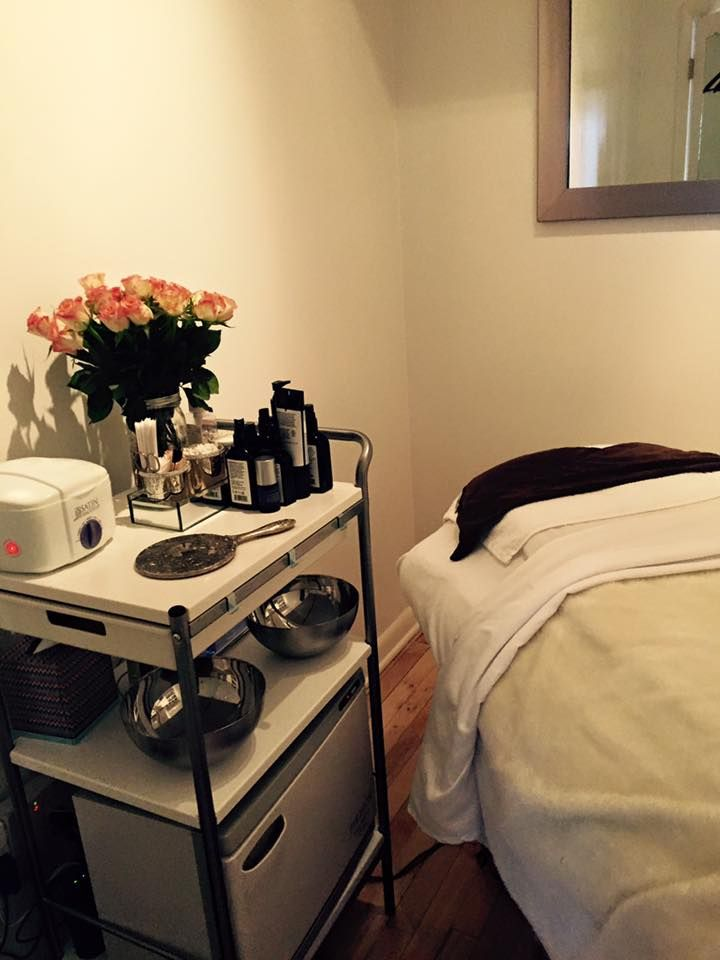 Our #OrganicFacial room at Field To Face Organic Beauty. We only use #nontoxic #greenbeauty brands to keep your skin glowing...naturally! Visit fieldtofacebeauty.com for a full list of treatments.