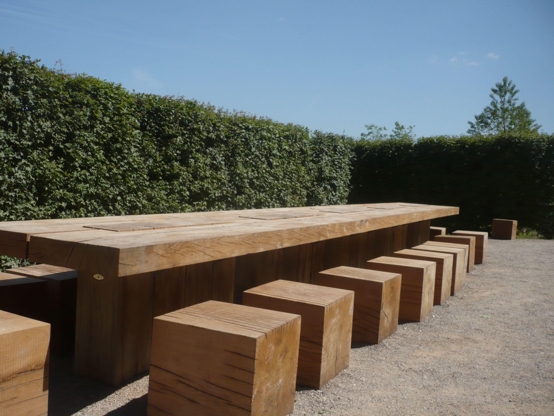 Holztisch u. Sitze … | Holztisch draußen, Gartengestaltung