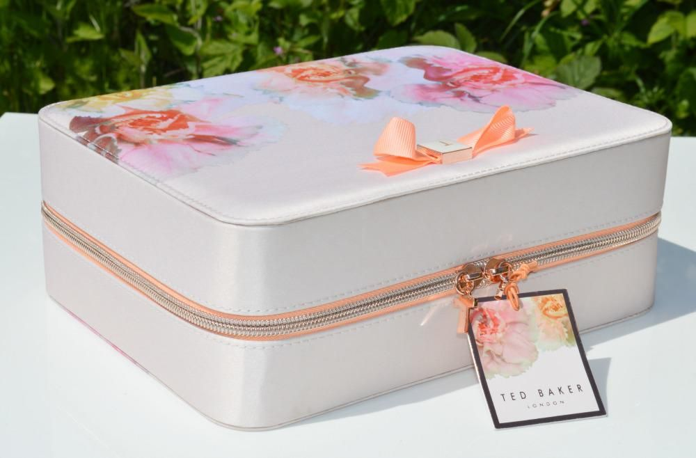 98178d66e903 Ted Baker Pink Beauty Bag Gift Set. Perfect for getting things organised on  the big day!  WedWithTed  tedbaker