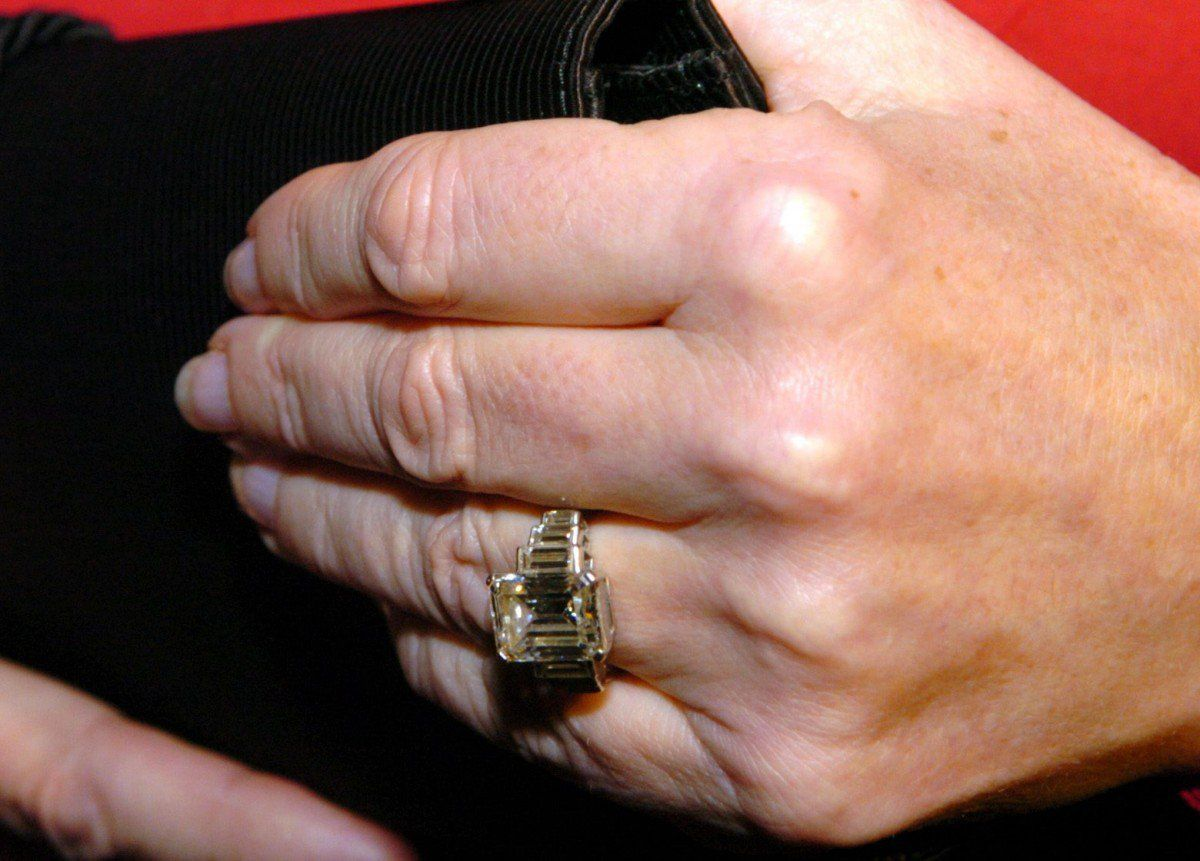 A ring like this requires that you keep it very clean,\