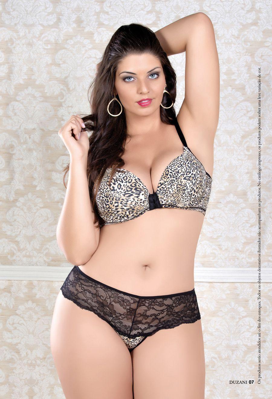 7332b0946a2 Plus size model Maria Luiza Mendes