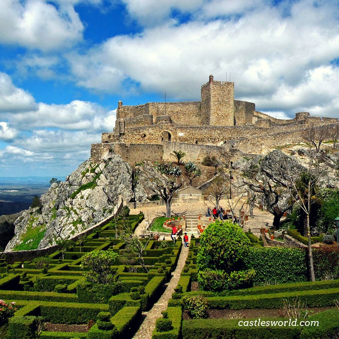 A Well Preserved Medieval Castle With Superb Surroundings Castle