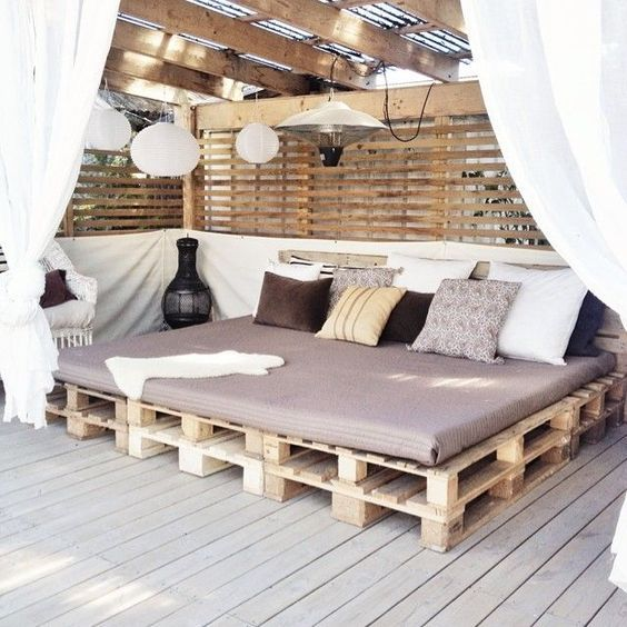 Muebles de exterior low cost con pallets para la terraza for Disenar estanterias on line