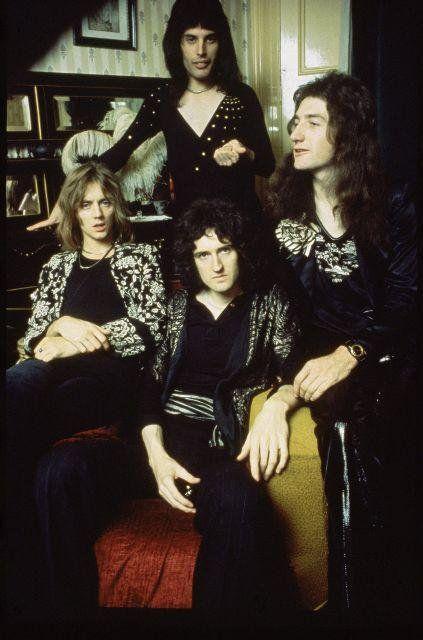 Roger Taylor Freddie Mercury John Deacon Queen Photos Roger Taylor Queen Queen Freddie Mercury