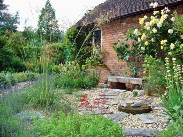 pflanzen hinter hof feuerstelle kiesel steine holz Garden - gartengestaltung mit steinen und pflanzen