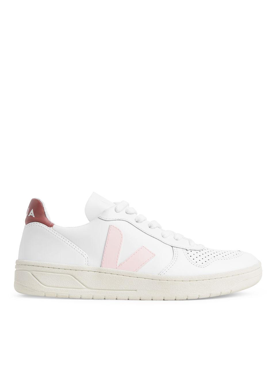 Vita sneakers med detaljer i rosa och