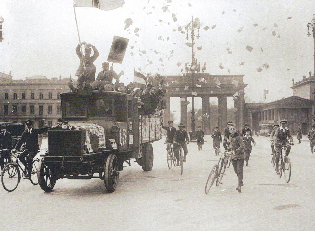 Berlin, Brandenburger Tor, 4 Mai 1924 Reichtagswahl.