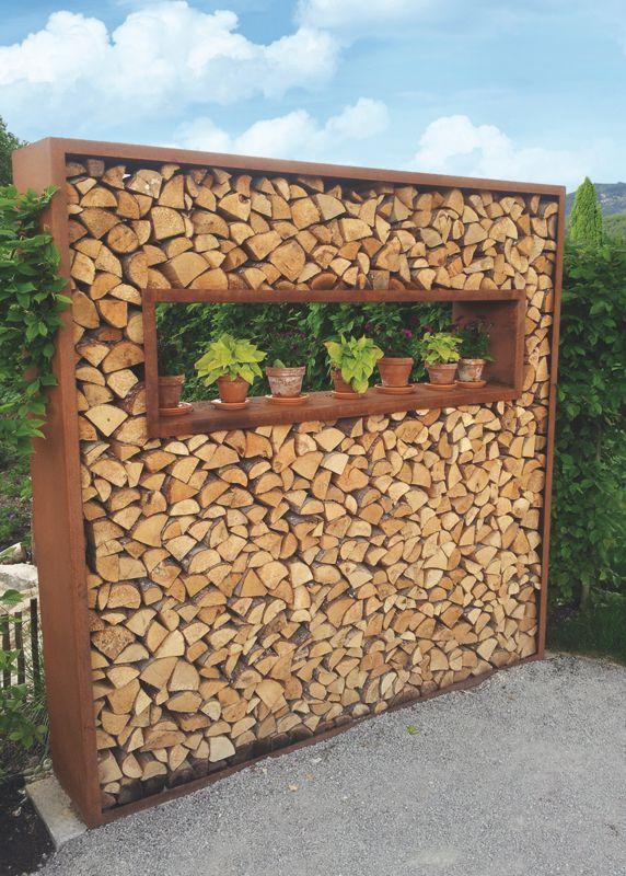 Holzelege Cortenstahl als Sichtschutz und Dekoelement im