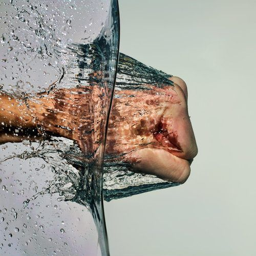 rompe el agua y pasa por sus entrañas , solo cierra los ojos y siente.