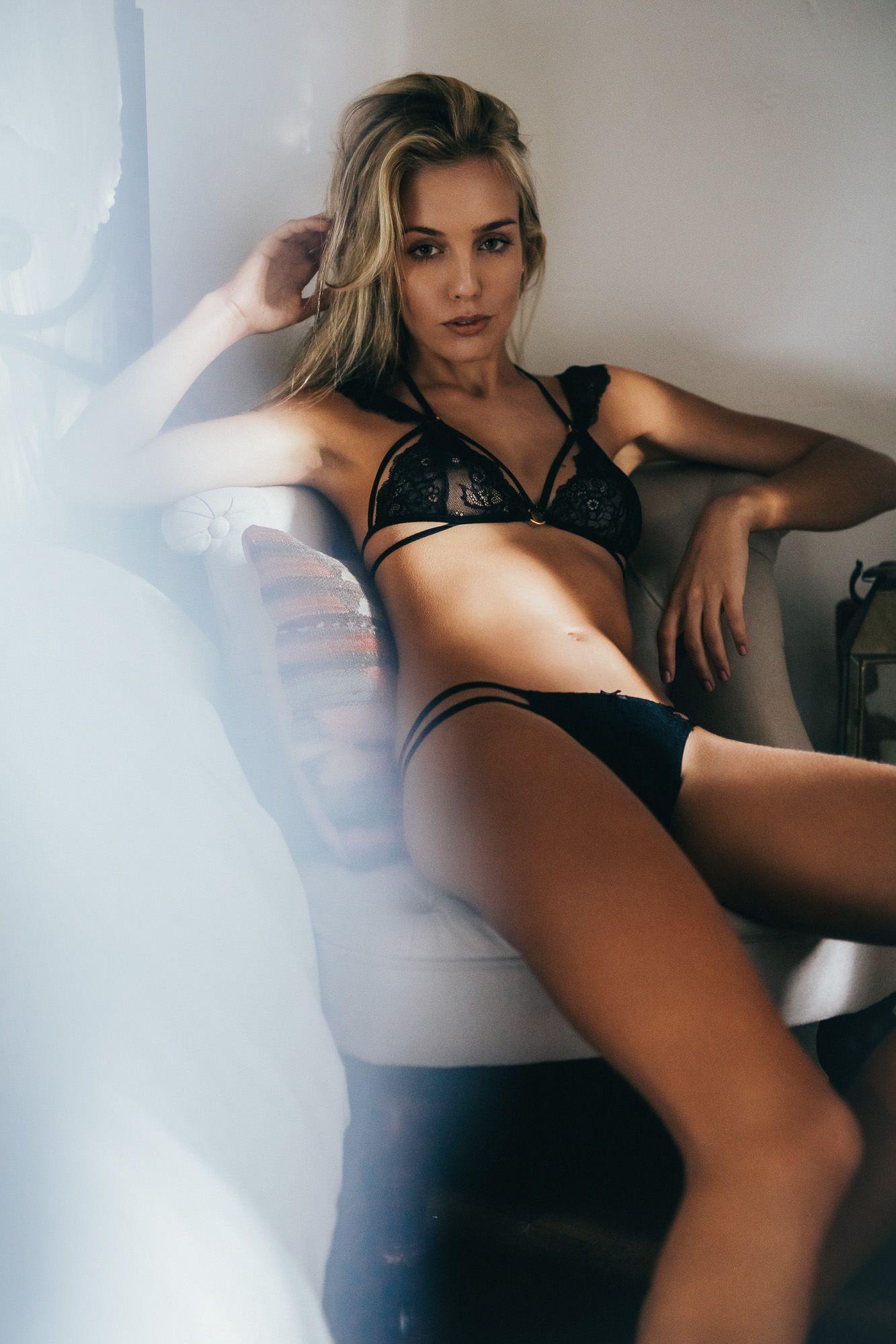 Natalya Nude Simple Ознакомьтесь с этим проектом @behance: «natalya» https://www