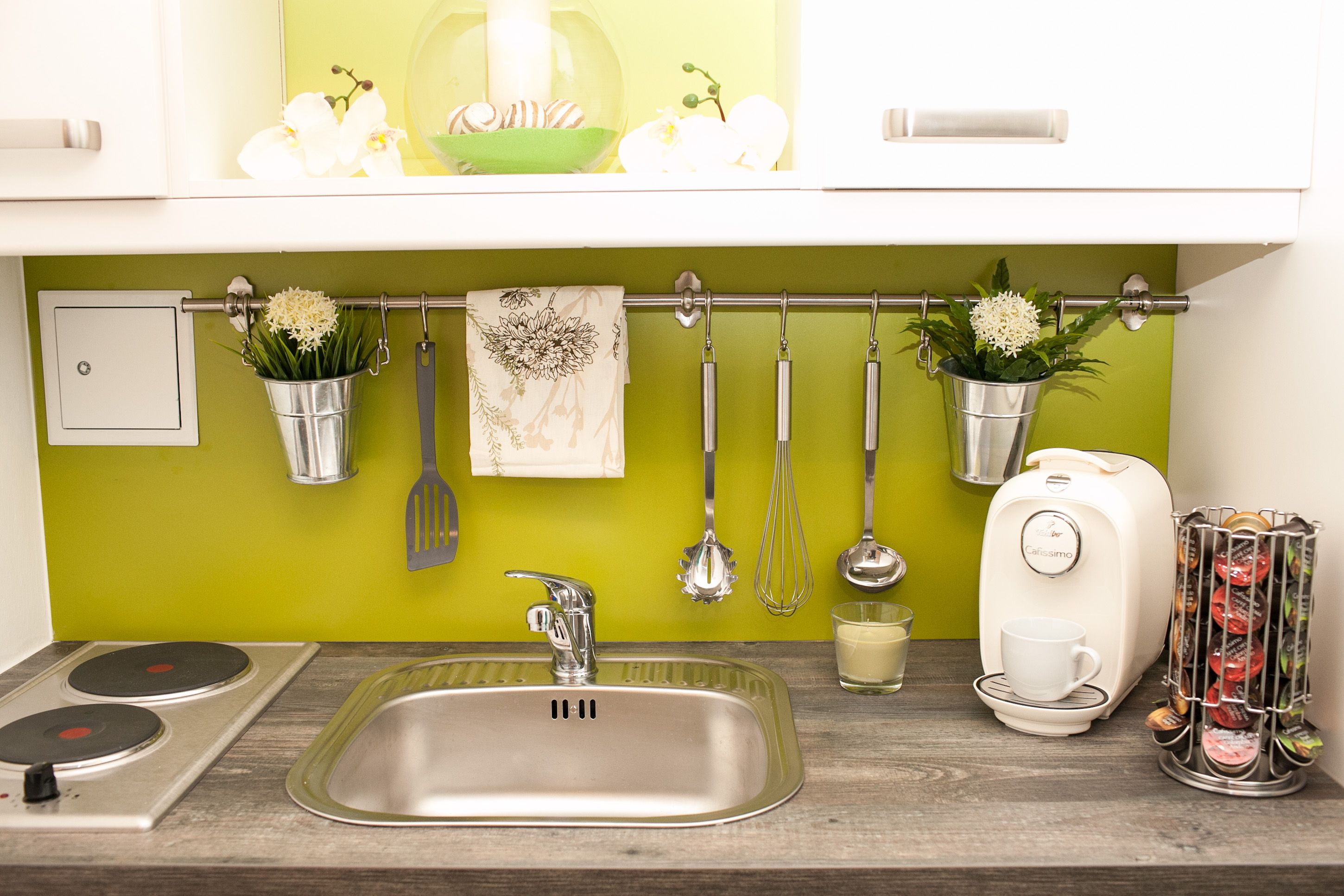 small kitchen idea #cute #green #flowers | Apartment LIFESTYLE ...