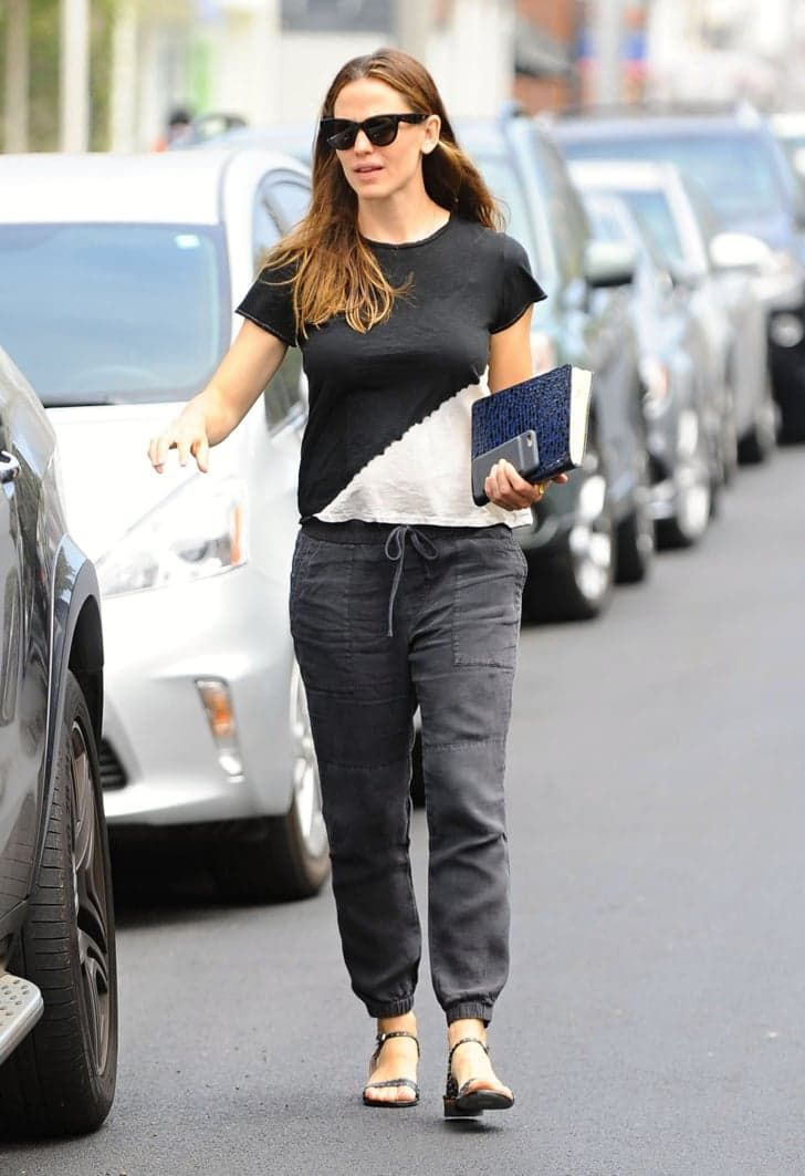 Pin for Later: Jennifer Garner Chats With a Couple of Male Churchgoers During a Sunny Sunday Outing