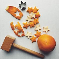 Don't throw away tangerine peels! makes your home smell great and a good decor piece for gifts when gets dried up//