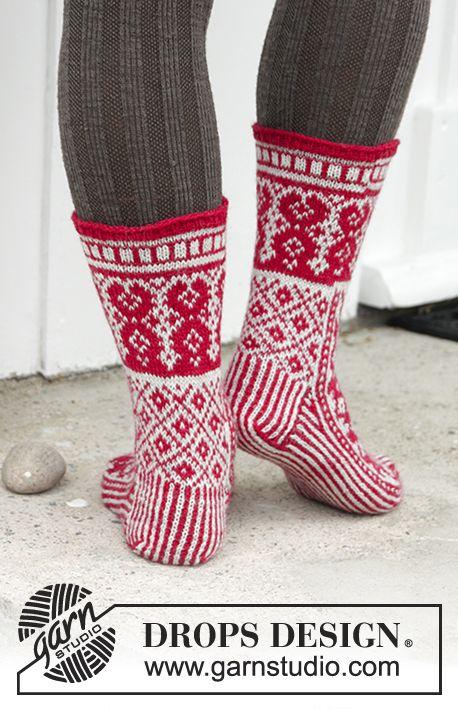 Calcetines de punto para Navidad con patrón de colores en DROPS ...