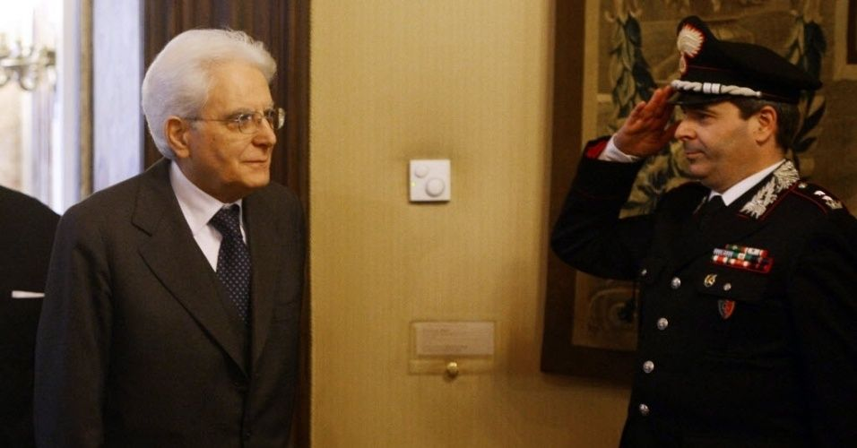 20150131 -  recém-eleito presidente da Itália, o juiz siciliano Sergio Mattarella (à esquerda), chega ao Conselho Constitucional, em Roma, neste sábado (31). Mattarella foi escolhido pelo Parlamento italiano na quarta votação, depois que nenhum dos candidatos tiveram os apoios necessários nas últimas rodadas. PICTURE: Filippo Monteforte/AFP