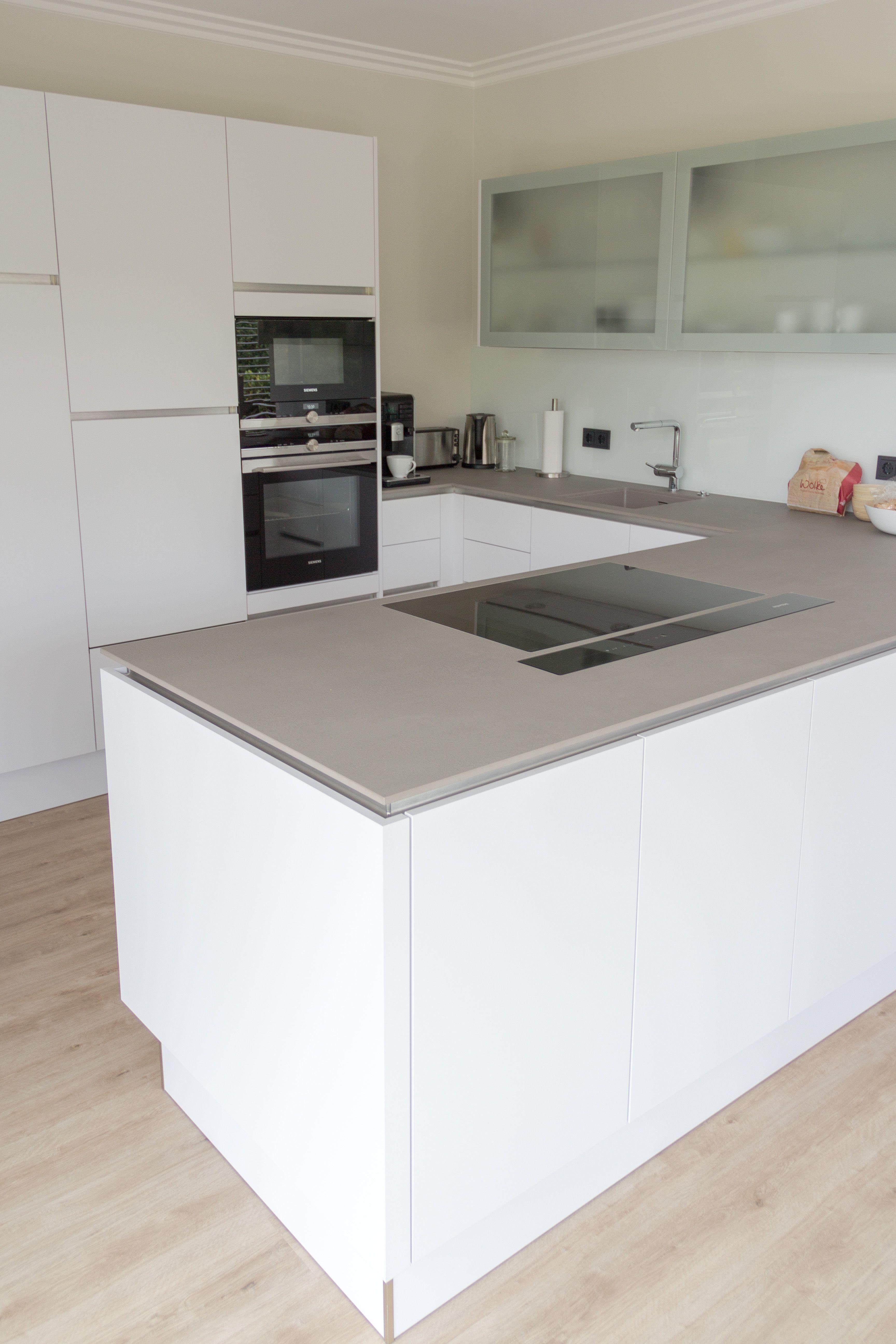 Moderne Kuche In Weiss Moderne Kuche Moderne Weisse Kuchen Wohnung Kuche