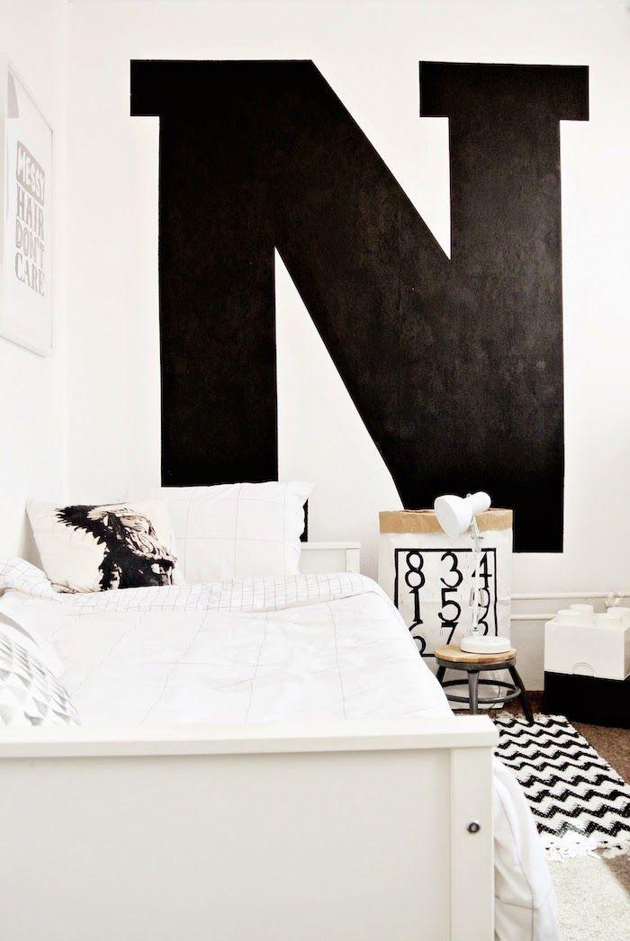 Chambre de garçon / Graphique en noir et blanc / Photo