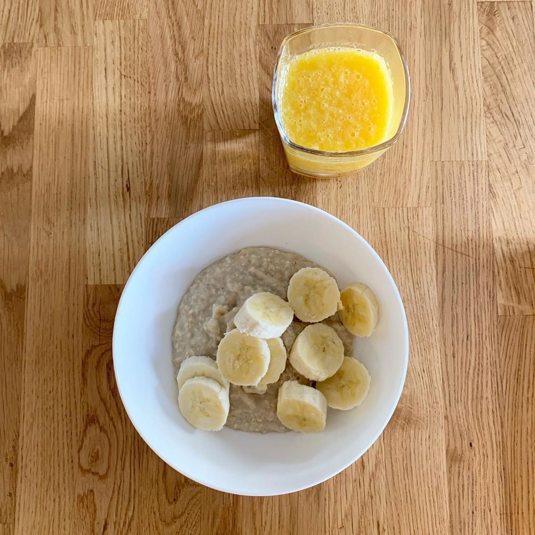Breakfast 🌱 • • -Nairn's GF porridge oats -Alpro Oat Milk -Half medium banana • • So filling and delicious!😋 • •