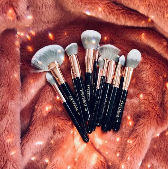 Pin by _Lιи∂ѕєу _Mαяιє_ on ⓒⓤⓣⓔ ⓜⓐⓚⓔⓤⓟ Makeup brushes